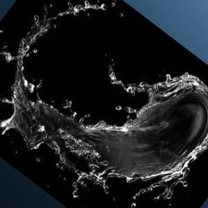 Вода на темном фоне